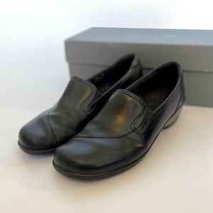 Size 6.5 Clarks Leather Black Loafers Pumps
